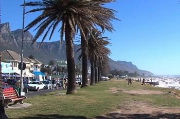 cape_town_camps_bay_promenade