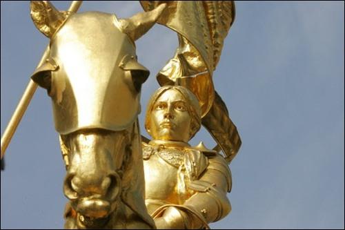Jeanne d'Arc - 4. Emblèmes et symbolisme