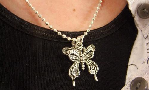 le collier papillon