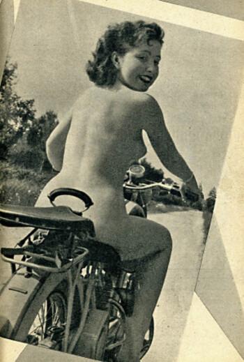 Pudique Pin-up Peugeot Pigalle années 50