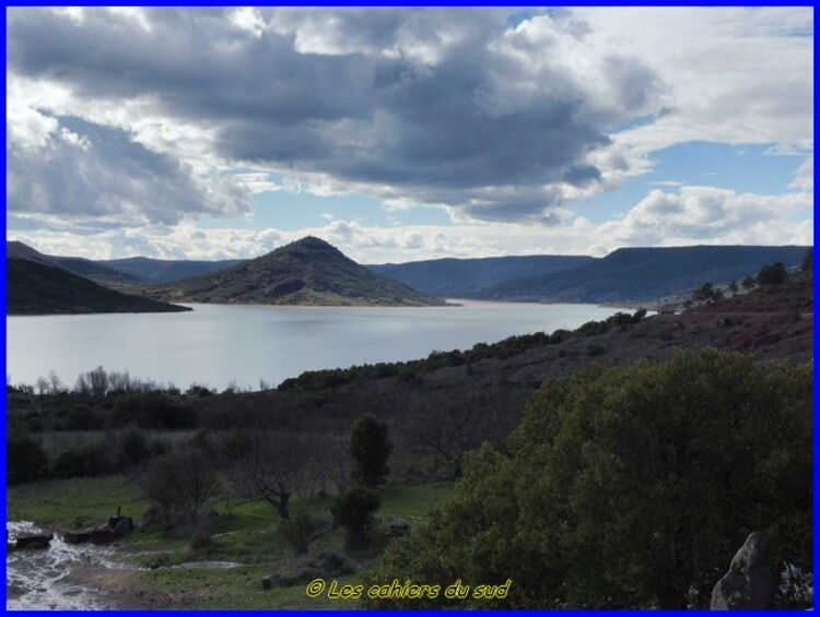 Lac du Salagou le sentier des Faihlès