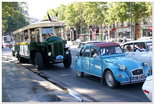 Traversée de Paris en voitures anciennes.8ème édition estivale.