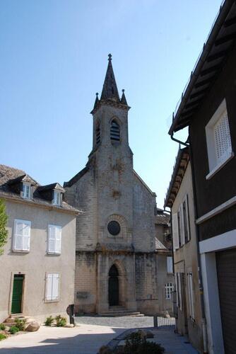 L'église d'Arentat, qui nous conduit aux quais