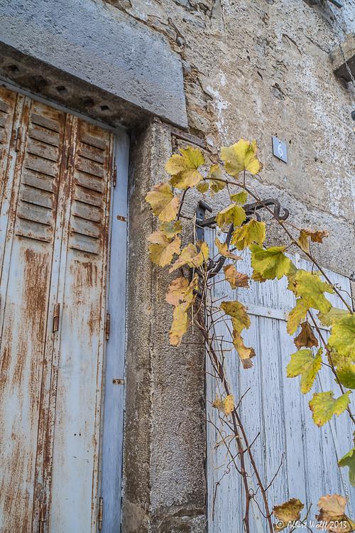 Château-Chalon : de rouge et de rouille. (2)