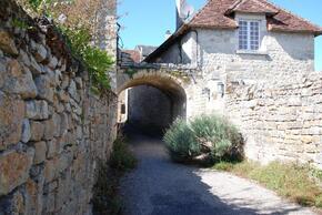 Porte fortifiée témoin des remparts du XII