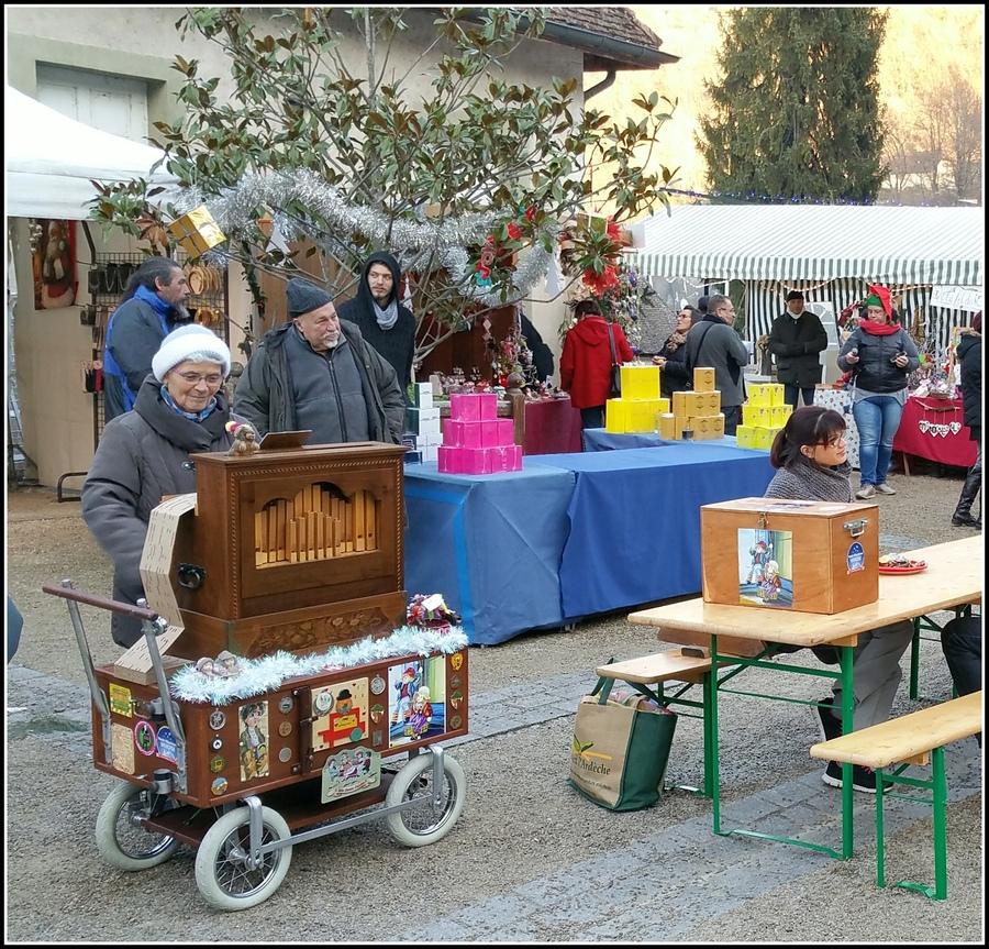 Chanaz et son petit marché de Noël....