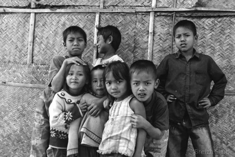 Enfants Kamu à Ban Bompeang - Photo  Noir et Blanc