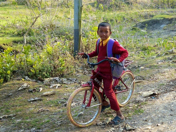 des enfants rentrent de l'école