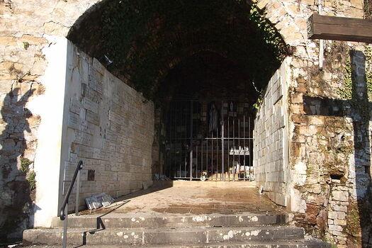 File:Vesoul Grotte de la Motte.jpg