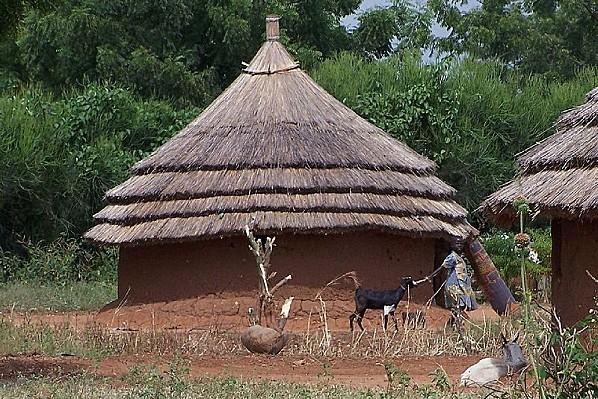 800px-Sudan Juba hut 30dez2005
