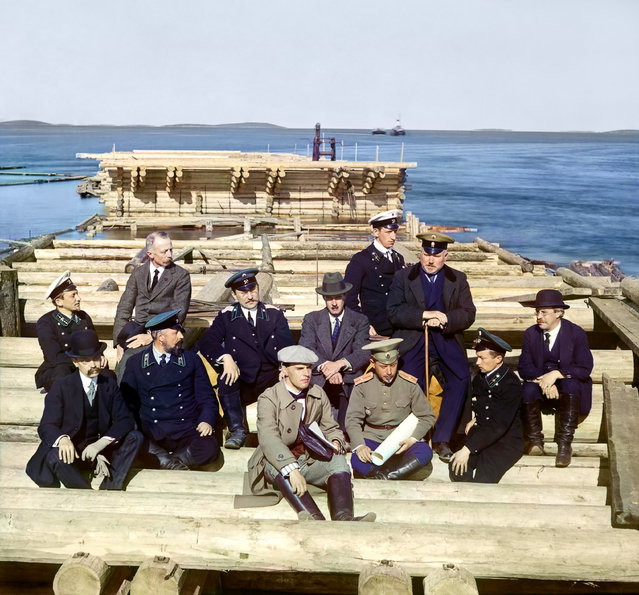 Photos by Sergey Prokudin-Gorsky. Group of railroad construction participants (on the pier in Kem-Pristan). Russia, Arkhangelsk province, Kem' uyezd (district), Kem town area, 1916