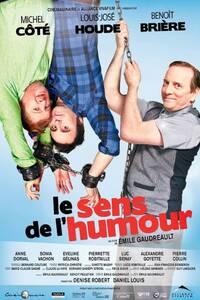Le sens de l'humour : Luc et Marco, deux humoristes méconnus, font le tour des petites villes du Québec avec leur spectacle respectif ; le premier, blasé et antipathique, est trop cérébral, alors que l'autre, enjoué et dynamique, est trop vulgaire. Un seul numéro, qu'ils exécutent collectivement, a un certain succès auprès de l'auditoire. Il consiste simplement à insulter publiquement un membre de l'assemblée jusqu'à la limite de l'insolence. Malheureusement pour eux, à l'Anse-au-Pic, une petite localité en bordure de la rivière Saguenay, ils humilient Roger Gendron, le cuisinier timide et renfrogné du casse-croûte local.Le duo est loin de se douter que l'homme est un tueur en série qui vit dans une ferme isolée avec son père, un être perfide et acrimonieux. Afin de se venger, Roger enlève puis séquestre Luc et Marco. Déterminés à sauver leur peau, les deux hommes proposent un marché au psychopathe : lui enseigner l'art de la comédie en échange de leur libération. Pour mieux se faire valoir auprès de Stéphanie qu'il aime en secret, Roger accepte le défi. ... ----- ... Langue du Film: VFQ Diffusion d'origine: 2011 Nationalité: Canada, Québec Genre: Comédie Cast: Michel Côté, Louis-José Houde, Benoît Brière, Anne Dorval, Pierrette Robitaille, Luc Senay, Sonia Vachon