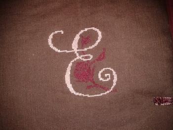 initiale E pochette brodeuse