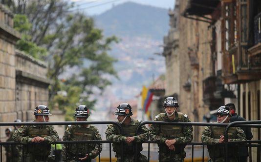 Des soldats pendant le référendum sur l'accord de paix, le 2octobre, à Bogota, en Colombie.