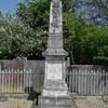 lachaussée dans cimetière et carré