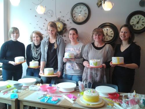 Atelier d'initiation à la pâte à sucre avec Bri's Cakes chez Milypat.