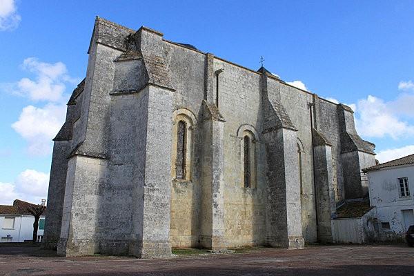 st romain de benet 3 l'église