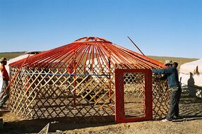 Yurt-construction-2.JPG
