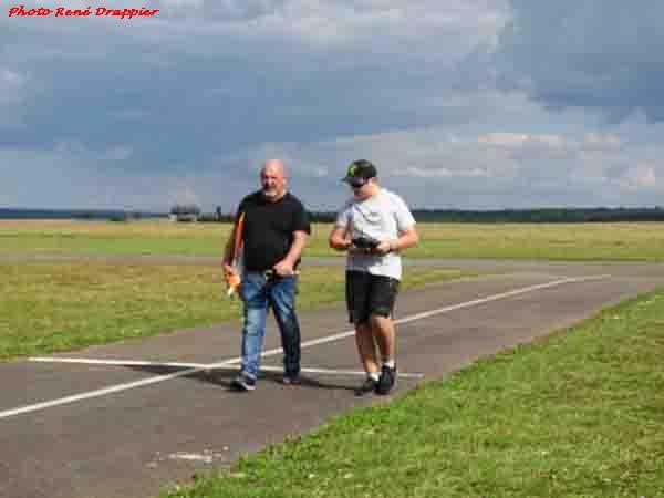 René Drappier a rencontré un jeune aéromodéliste au terrain d'aviation