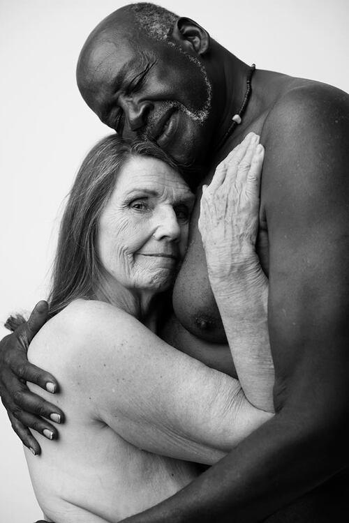 Des amoureux de plus de 60 ans.