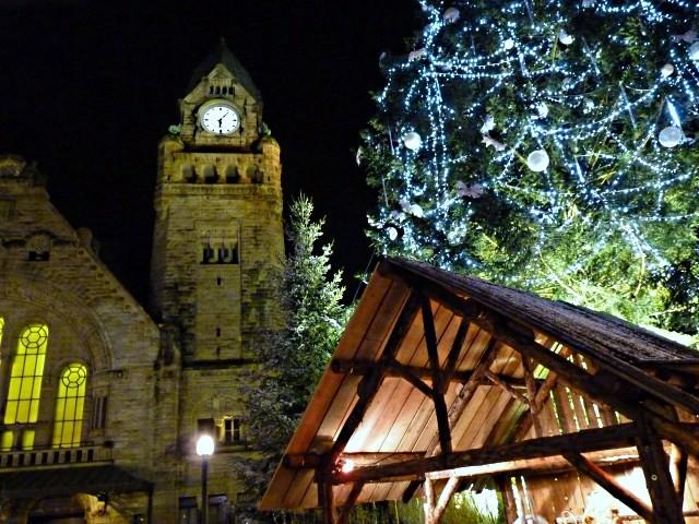 Noël à Metz le sapin et la crèche 21 mp1357 2010
