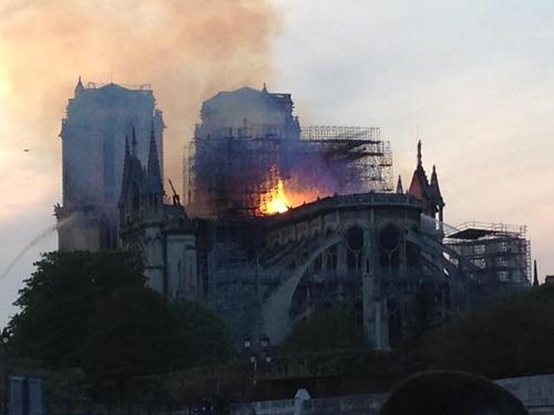 « NOTRE-DAME de PARIS : L'effondrement de la France »