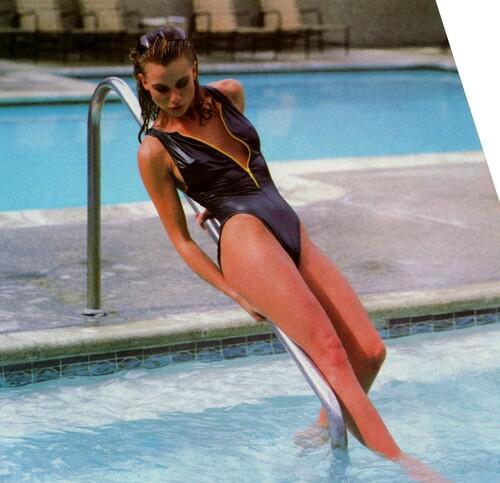 Années 80:Nicollette sexy en maillot de bain