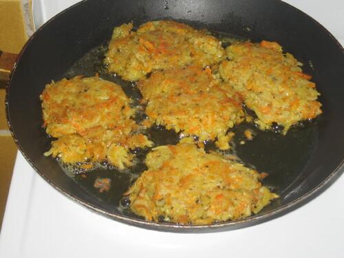 Galettes de pommes de terre et carottes
