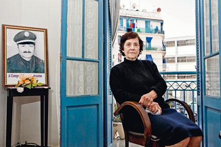 Juliette Campora dans son appartement de Bab El-Oued, ancien quartier français d'Alger.