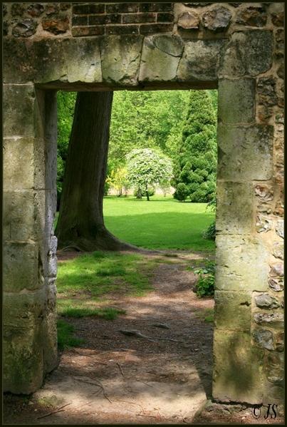 """Résultat de recherche d'images pour """"passage secret jardin"""""""