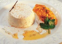 Tartare de poisson fumé aux herbes et bavarois de fromage blanc