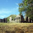 En haut de la première montée, les ruine de l'ancienne Habitation (1) - Photo : Elise ...