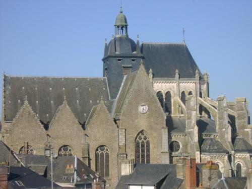 Un bout de l'église de Mayenne