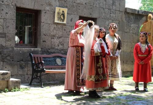 Ashtarak, spectacle de danses et chants