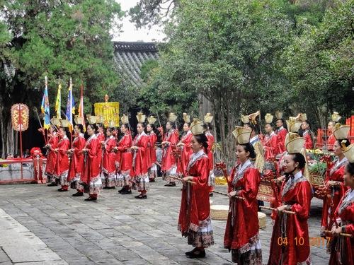 fête en l'honneur de Confucius; suite
