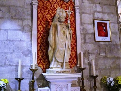 Autour de l'église Zaint-Pierre en Arles (photos)