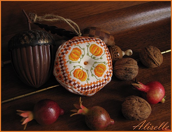 Biscornu-automne-hardanger-Stephany-b-1.jpg