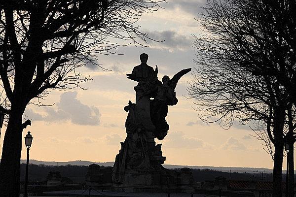 Angoulême 40 statue Carnot