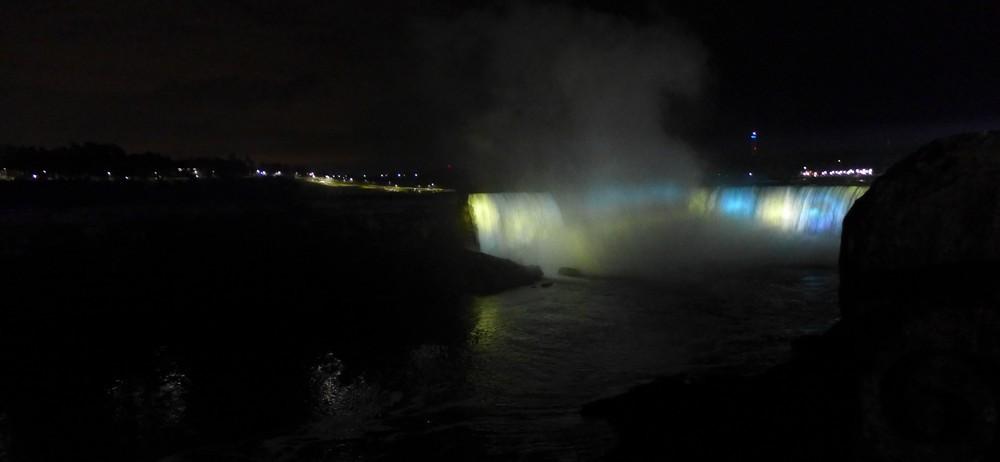 Les chutes du Niagara : illuminations arc en ciel...