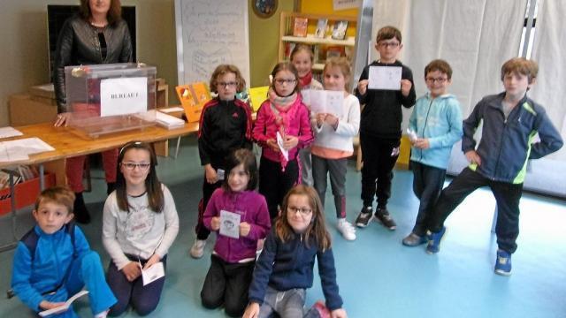 Les CE1 de l'école Sainte-Marie ont choisi leur livre préféré en votant, comme les grands !