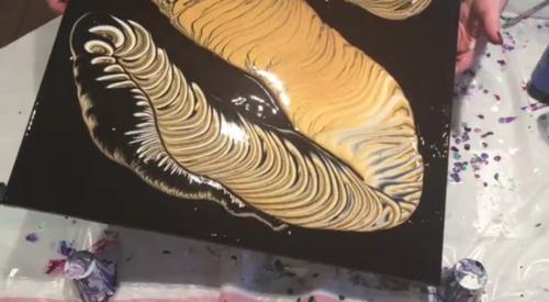 Dessin et peinture - vidéo 2438 : De la peinture fluide pour réaliser des cellules et une toile abstraite - peinture acrylique.