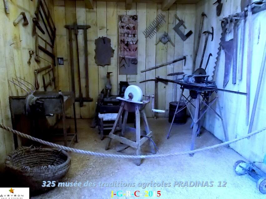 MUSEE DES TRADITIONS  AGRICOLES 2/6 DE PRADINAS 12   D 31/10/2015