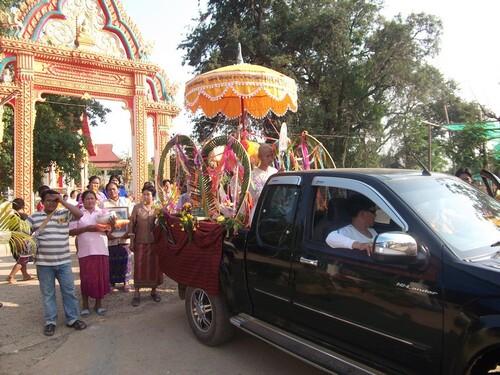 La procession du dernier jour de l'ordination des moines !
