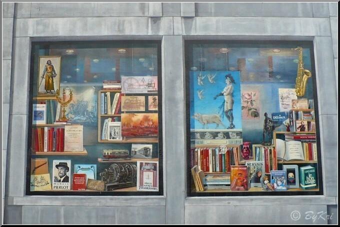 Fresque-des-wallons-vitrines-centrales.JPG