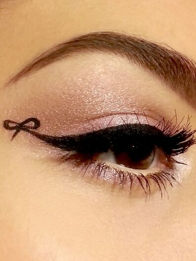 Bow eyeliner. So cute! Pinned from @khokhh. Lovely boards.
