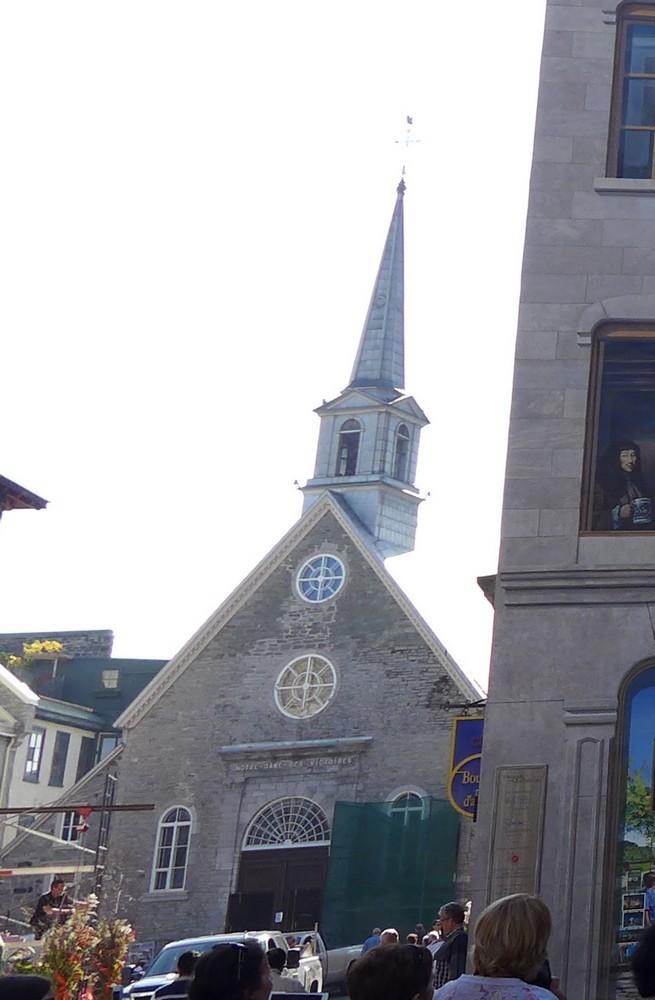 Québec : l'église Notre-Dame-Des-Victoires...