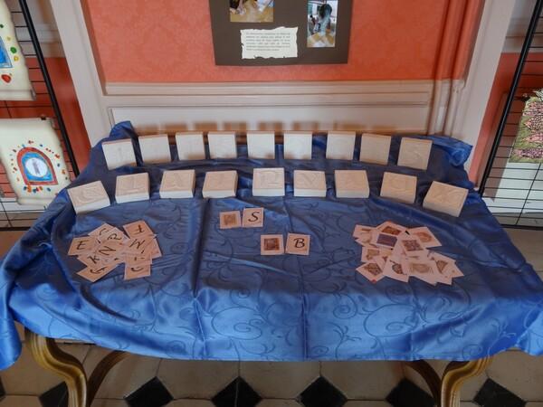 Une belle exposition de mini-enluminures réalisées par des enfants en l'honneur du 900ème anniversaire de la création de l'abbaye de Clairvaux