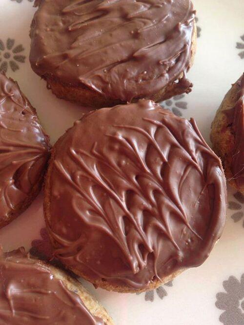 Petits biscuits chocolatés style granolas