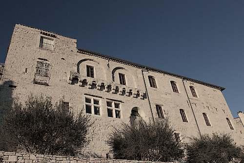 Vézénobres  ( Gard )