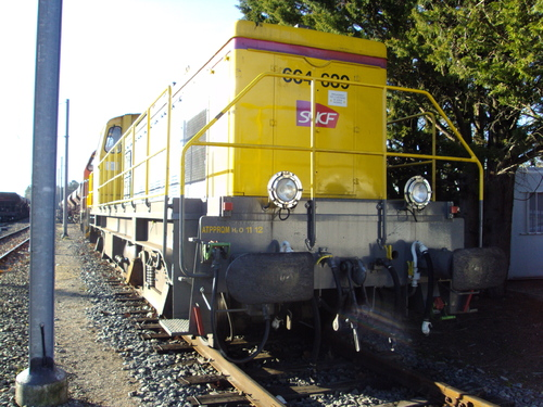 La BB 664639 rutilante en livré Infra
